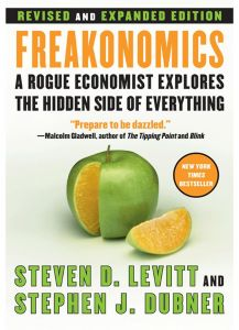 Freakonomics Rev Ed: by Steven D. Levitt