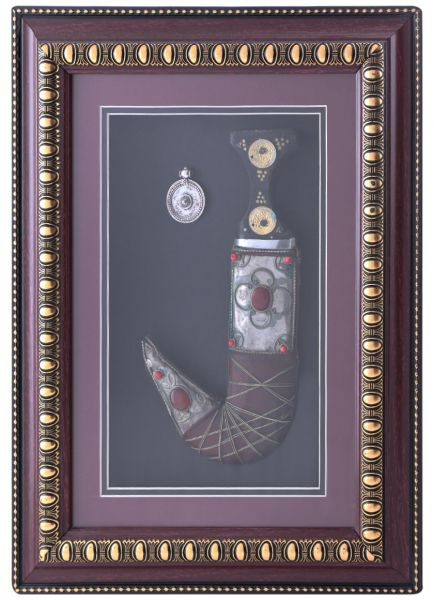 Pch Wooden Glass Frame With Leather Dagger 12 X 15 X 2 Inch Le 25