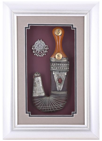 Pch Wooden Glass Frame With Leather Dagger 12 X 17 X 2 Inch Le 72