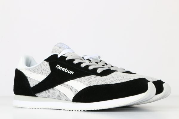 436f0509e396 Reebok Black   White Fashion Sneakers For Men