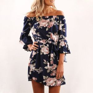 f7a2a80a8ce45 Short navy blue dress with A floral print and belt around the waist to give  your body a touch of elegance