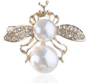 27223b1b409 Animal Bees Shaped Brooches Women Accessories Double Pearl Beaded Gold  Luxury Fashion Suits Pins