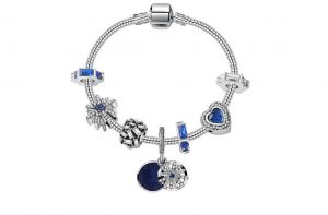 e3ec77d9b Qings Romantic Blue Night Sky Fashion Charm Bracelet with CZ Moon Stars  Hearts, for Women and Teen Girls - 18cm